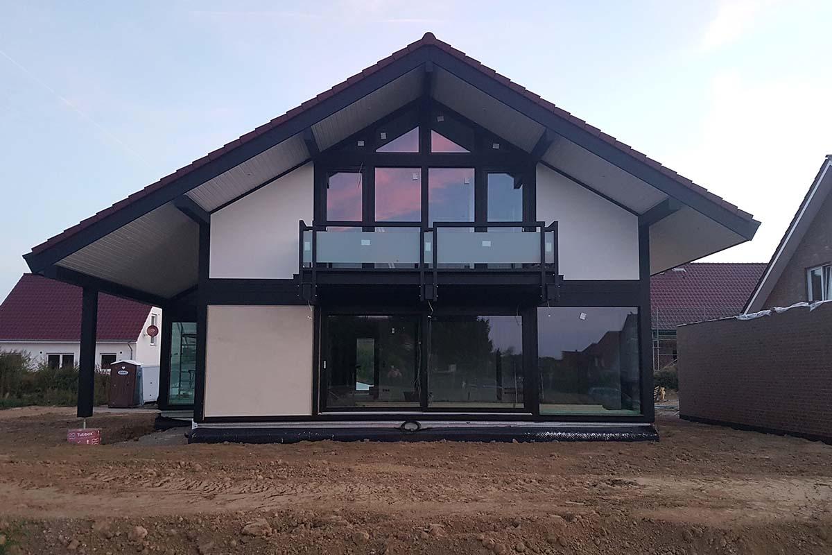 Modernen Fachwerkhaus mit viel Glas und Holz 1