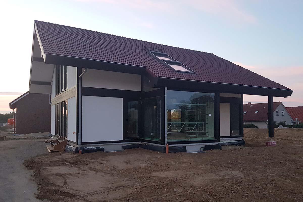 Modernen Fachwerkhaus mit viel Glas und Holz
